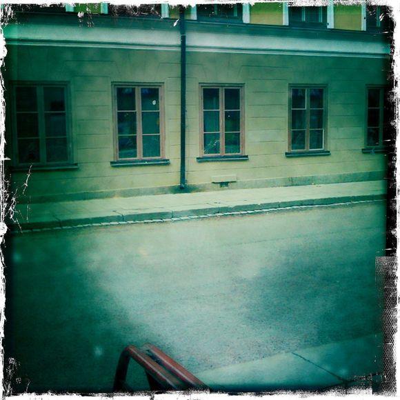 Dystert. Utanför fönstret i Uppsala var det visserligen mörkt i morse, men med hopp om att molnen skulle lätta  Under mina pendlarår har skillnaden mellan vädret i Uppsala och Stockholm framstått allt tydligare. Uppsala vinner stort, mer stabilt v